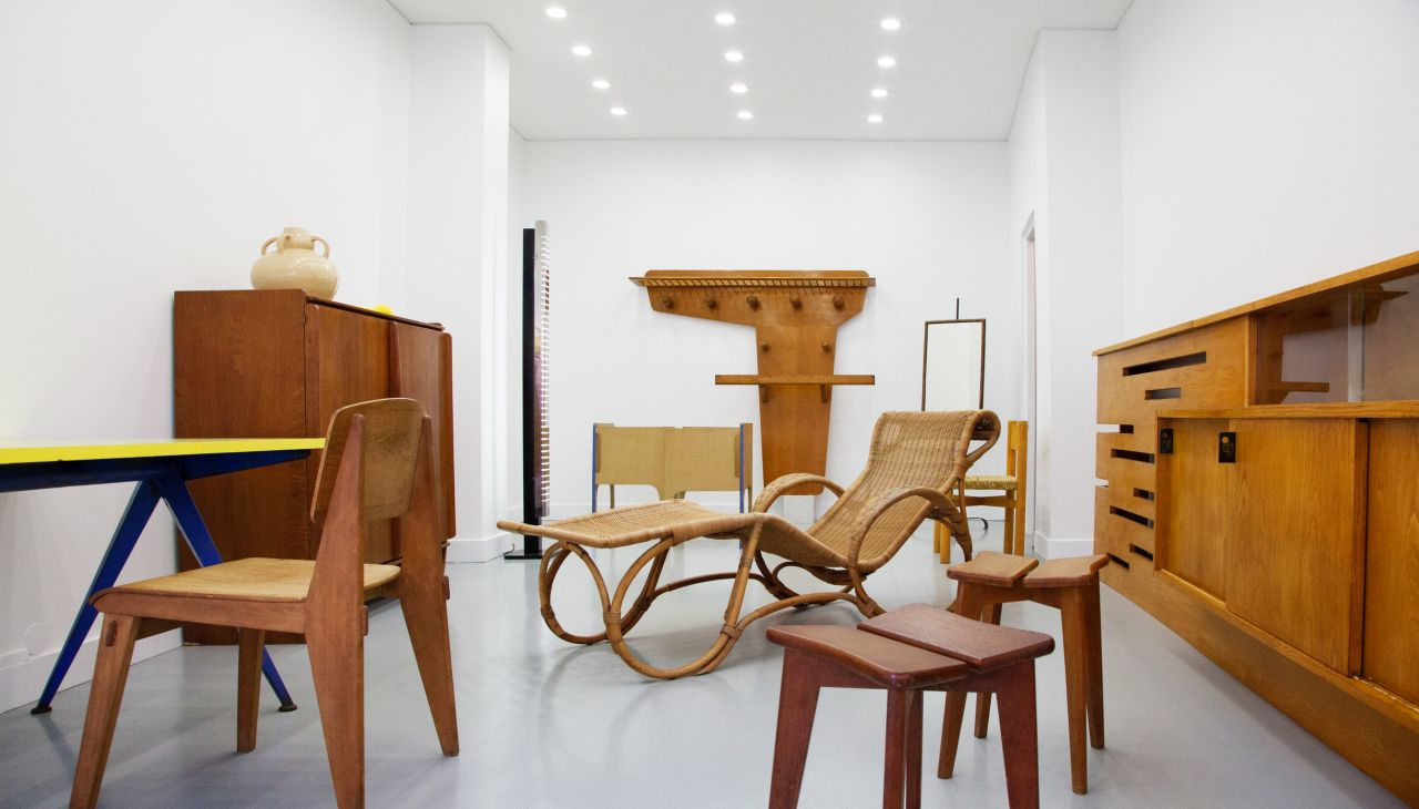 Galerie Bouvier - Le Ny: 50s furniture in Paris