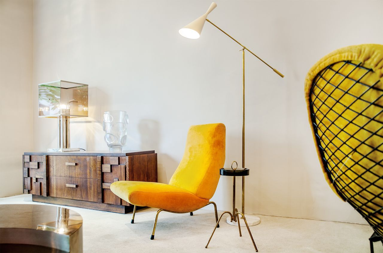 Classy Mid-century pieces in bold colours: armchair by Erberto Carboni, manufactured by Arflex and reading lamp; both design classics of the fifties.