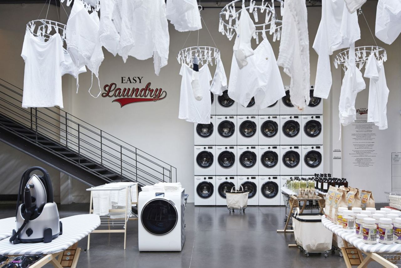 Spring is here! Everything has to be in white; fresh and clean. 24 Samsung washing machines promise an easier life. On the ironing boards, new ideas for the home. And hung from the ceiling, summ...