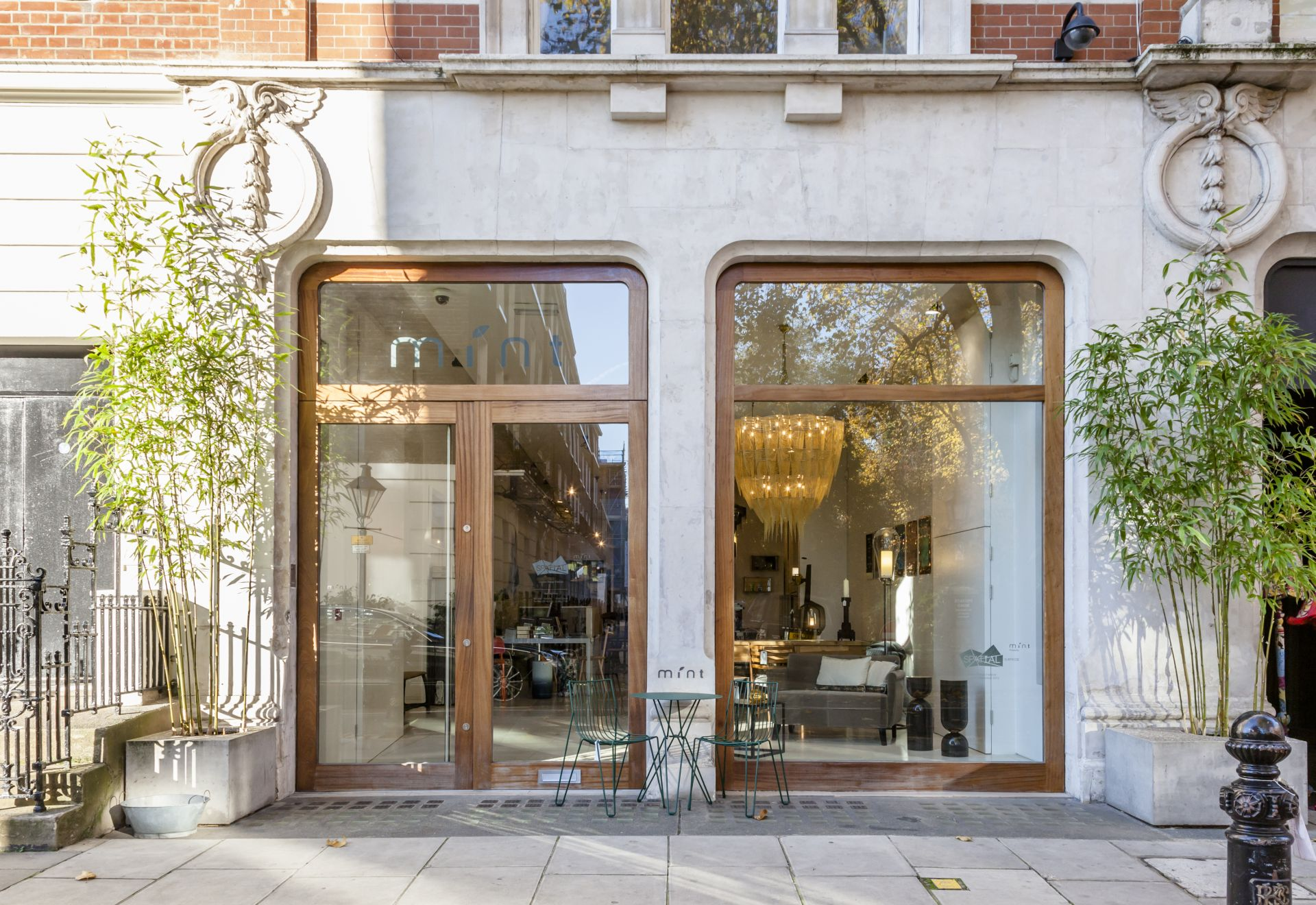 Le vetrine di Mint, quasi all'angolo con Brompton Road nel Brompton Design District di Central London.