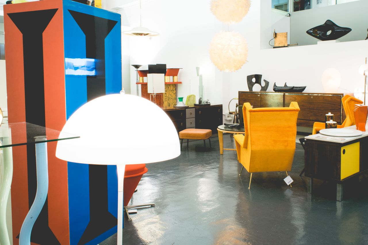 Mid century modern furniture and vintage design in Milan