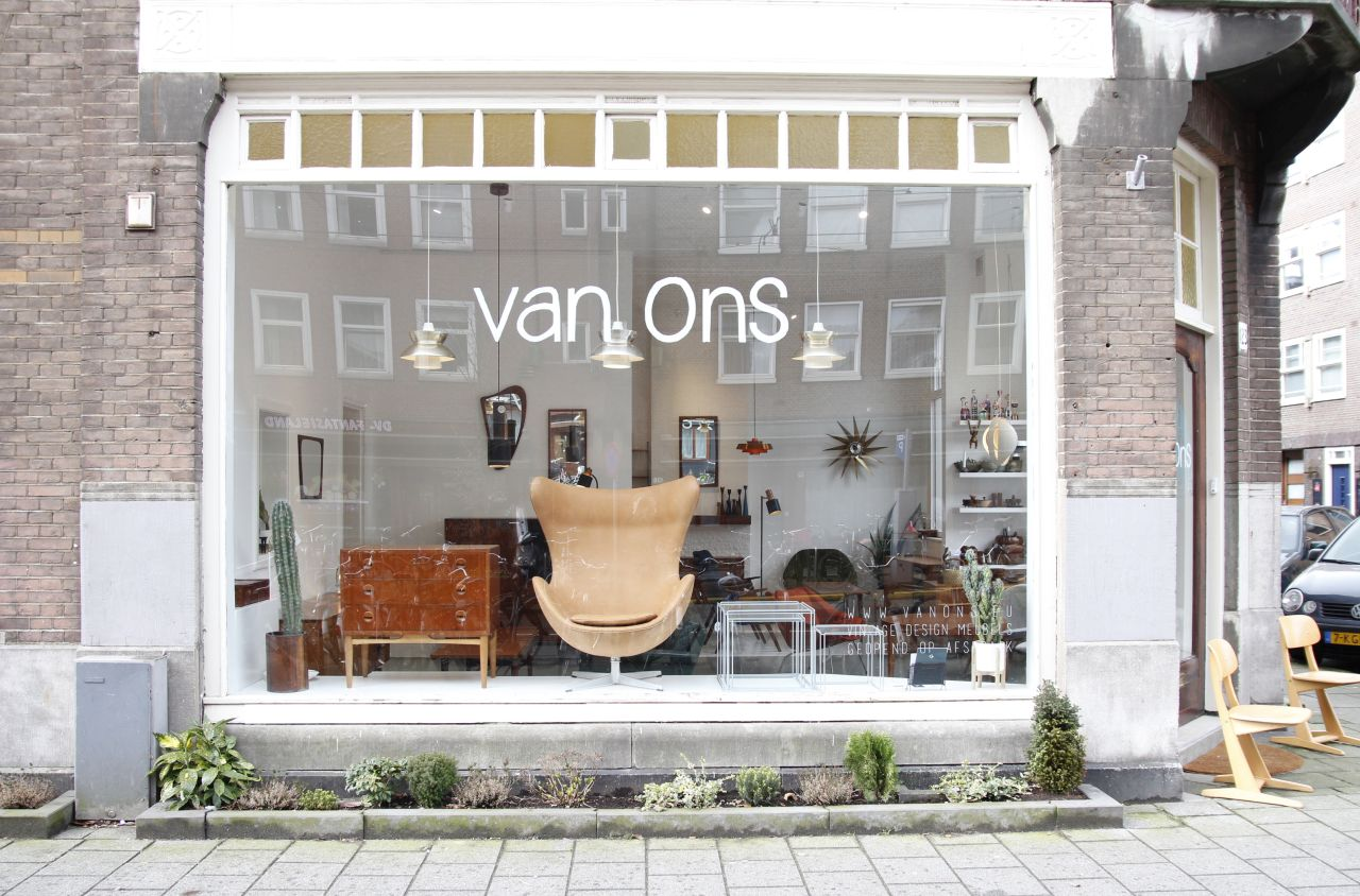 '50s to'70s furniture on display by Ambra and Rik van On