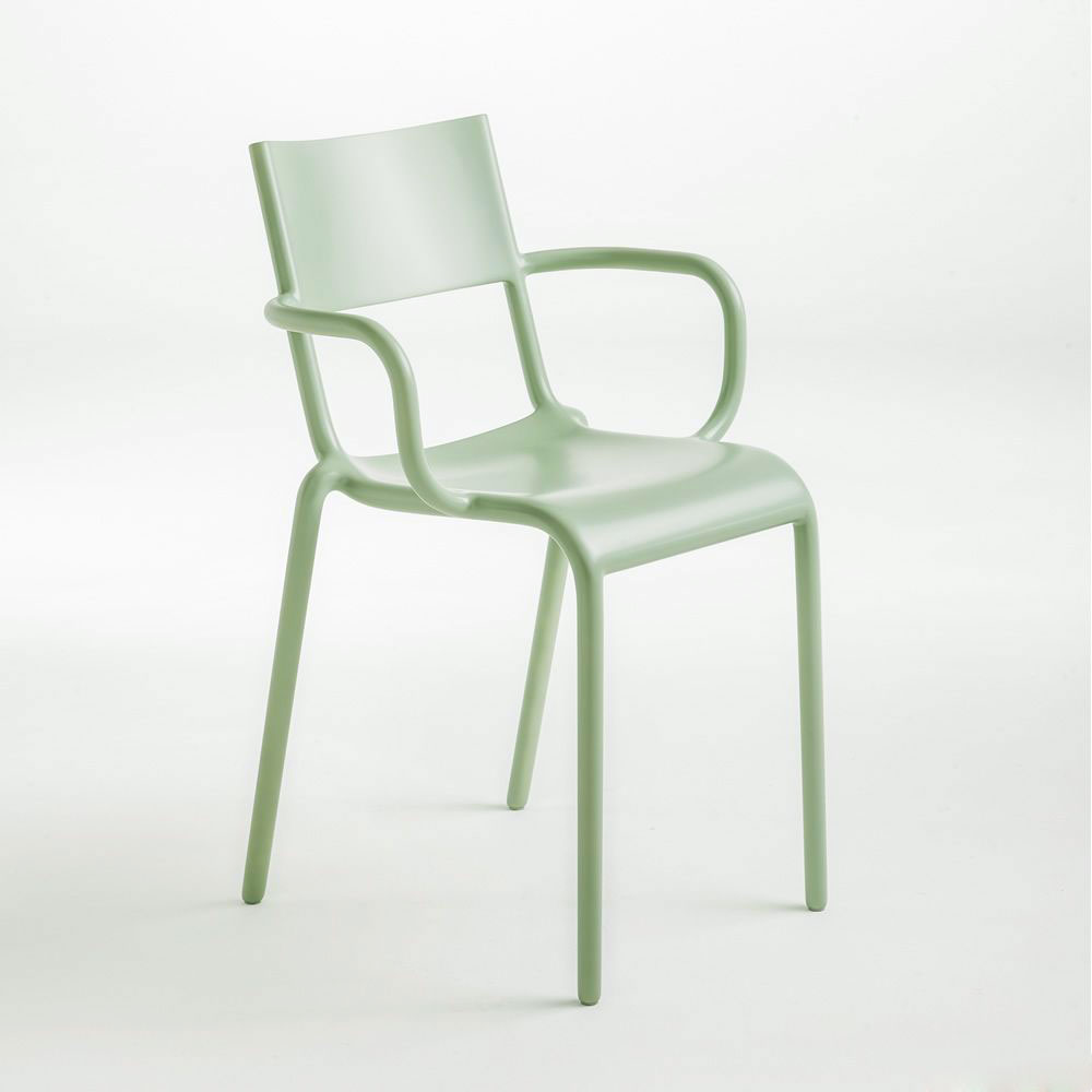generic chair by kartell