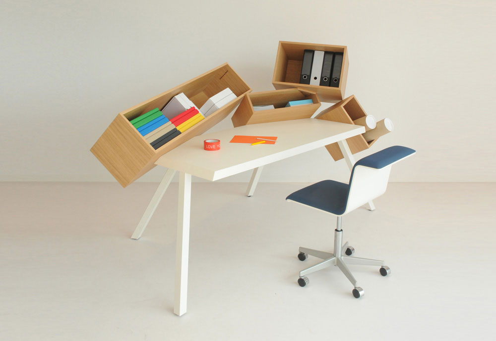 oversode desk by bulo